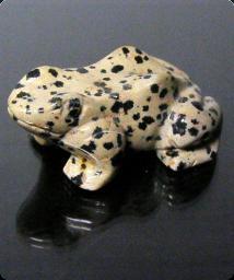 rana esculpida en jaspe leopardo